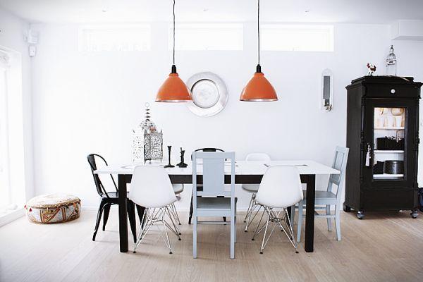 Verschillende stoelen aan de eettafel online woonidee for Verschillende kleuren eetkamerstoelen